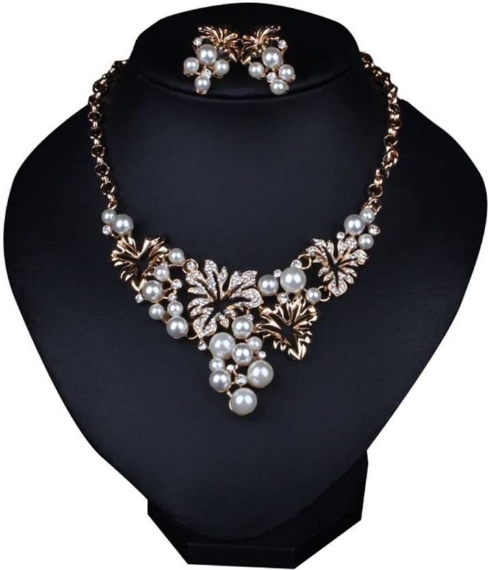 6bc939cca3f Kaamastra Kardashian Women s Mikimoto CultuRed Pearl Necklace Silver  Q2YLE225SV Alloy Necklace Set Price in India - Buy Kaamastra Kardashian  Women s ...