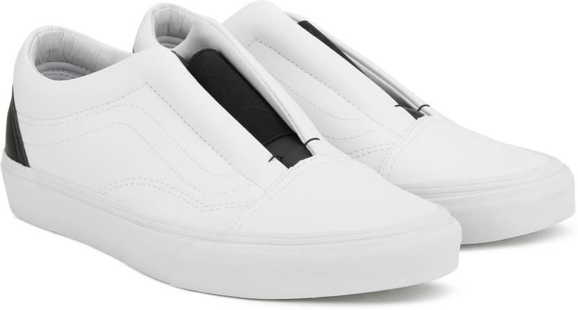 3af1da959bc0 Vans Old Skool Laceless Slip on Sneakers For Men - Buy (Classic ...