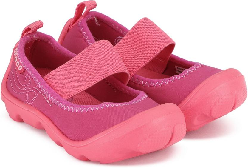 6790f9b57e920e Crocs Girls Strap Ballerinas Price in India - Buy Crocs Girls Strap ...