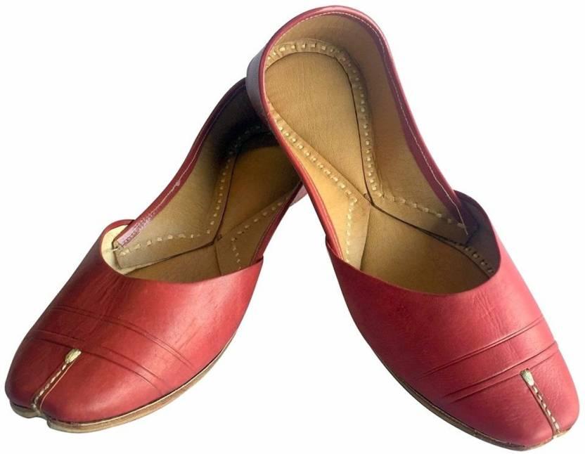 6050db8705a7 Step N Style Women Plain Leather Punjabi Jutti Handmade Mojari Jutis For  Women (Brown)