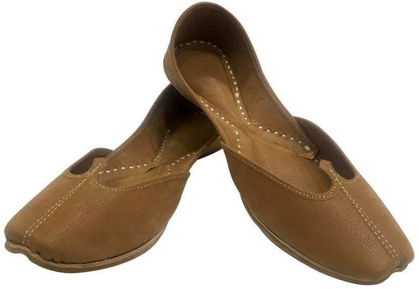 e6ce5fe69297 Step N Style Ladies Plain Brown Punjabi Juttis Traditional Khussa Ethnic Mojari  Jutis For Women (Tan)