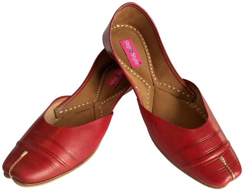 9d85d4fc8070 Step N Style Bridal Flats Wedding Shoes Indian Designer Shoes Punjabi Jutti  Mojari Jutis For Women (Red)