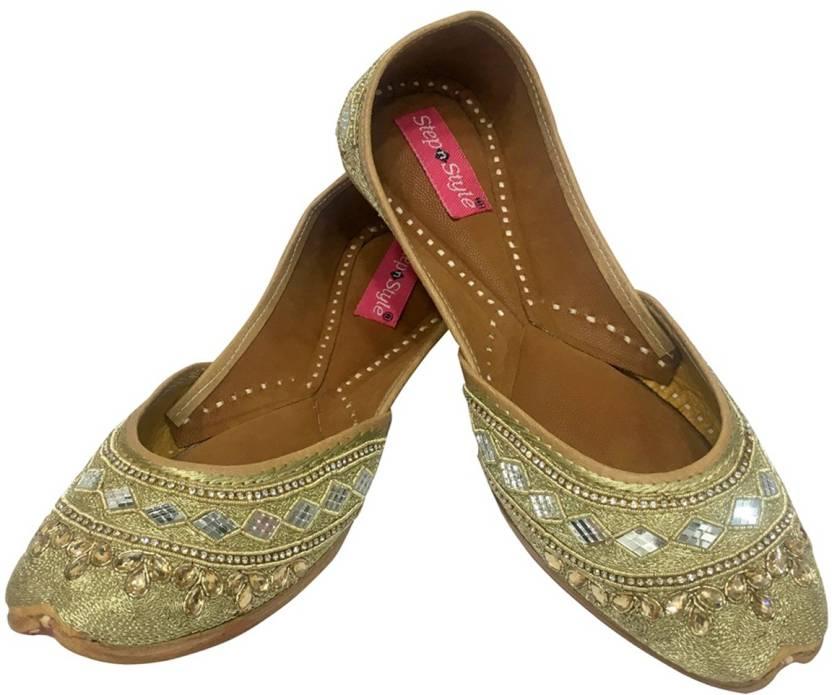 64a52e63b Step N Style Traditional Handmade Women Shoes Leather Flip-Flops Mojari Juti  Khussa Jutis For Women (Gold)