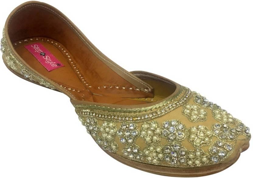 9d9b3e16ba18 Step N Style Punjabi Jutti Khussa Shoes Wedding Flat Indian Boho Shoes  Beaded Sandal Casuals For Women (Gold)