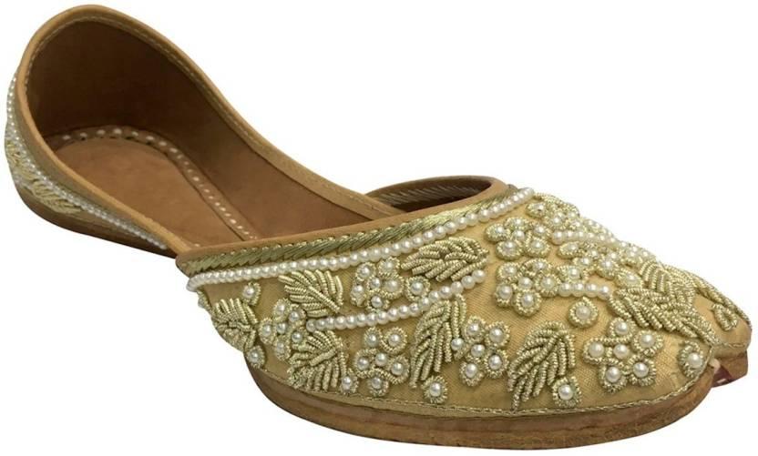 f941323753aa Step N Style Bridal Flats Wedding Shoes Indian Designer Shoes Punjabi Jutti  Mojari Juti Jutis For Women (Off White)