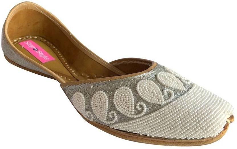 0d5c86413 Step N Style Flat Khussa Jutti Ethnic Shoes Indian Shoes Handmade Jutis For  Women (White)