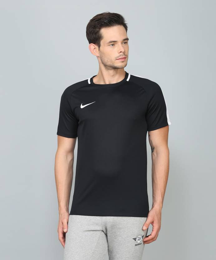 38e33b80a0bb Nike Solid Men Round Neck Black T-Shirt - Buy Nike Solid Men Round Neck  Black T-Shirt Online at Best Prices in India