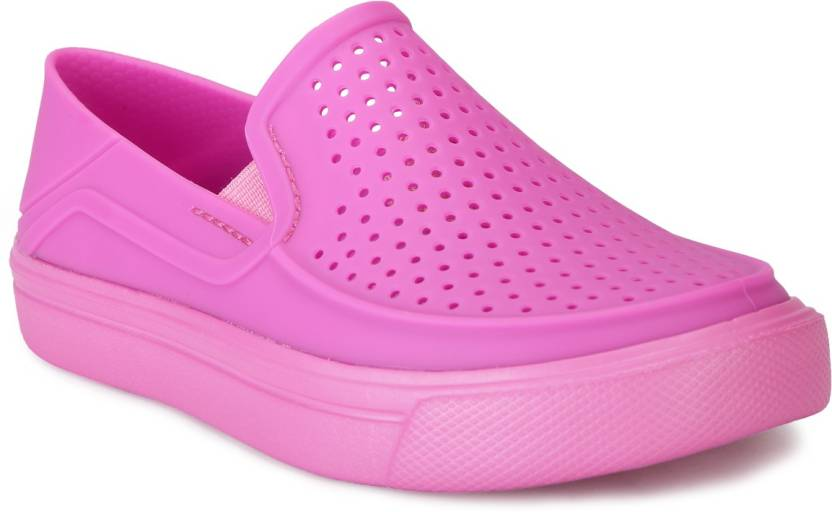 c7e30ba4c543d Crocs Girls Slip on Sneakers Price in India - Buy Crocs Girls Slip ...