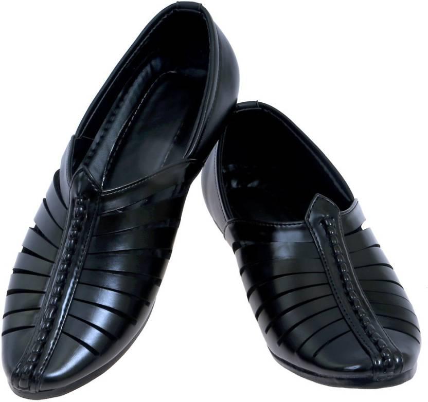 2Dost Men Black Sandals