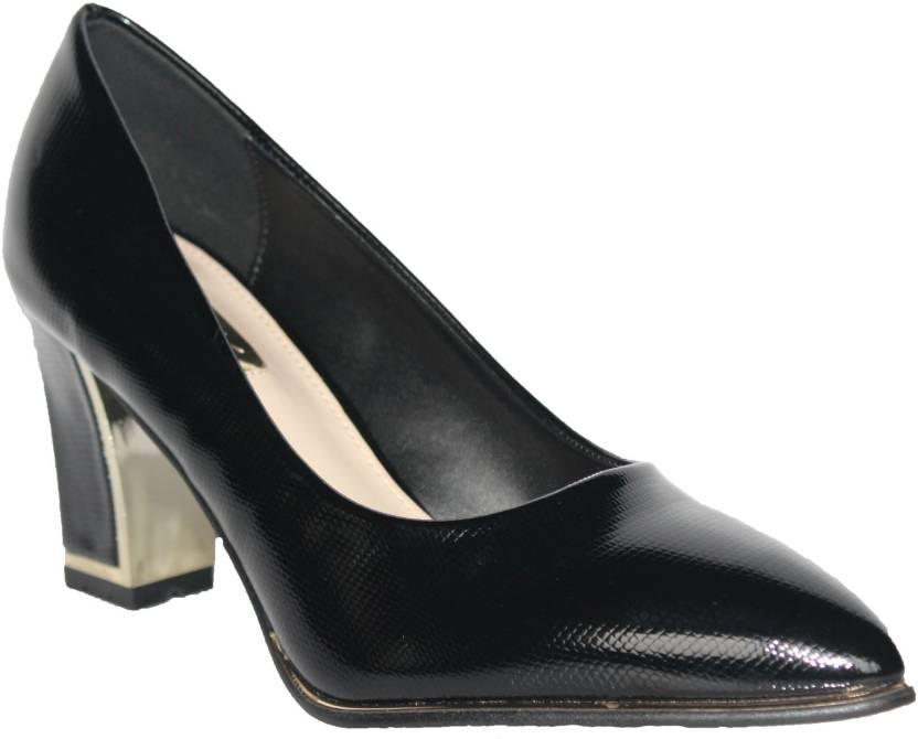 high-heels-sperma-heisse-nackte-yogahosenbabys