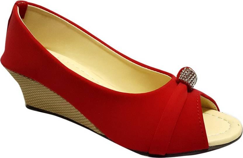 d5a080c82afd Madam Tanu Girls Sports Sandals Price in India - Buy Madam Tanu ...