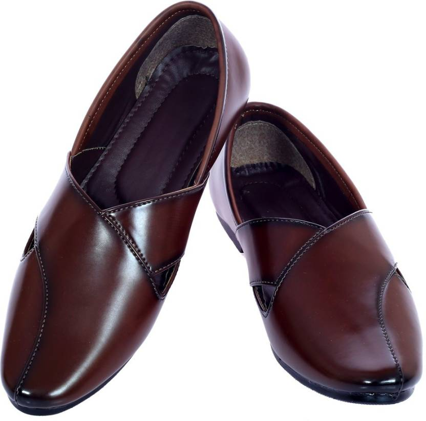 2Dost Men Brown Sandals