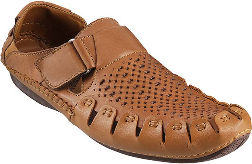 43c248d6a03e2 Metro Da Vinchi Sneakers For Men - Buy 23