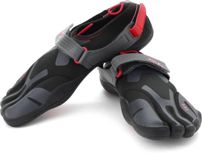 utloppsbutik klassisk lägsta pris Fila Skeletoes Ez Slide Barefoot Shoes For Men - Buy Black, Silver ...