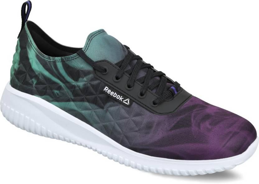 16726d1933fd REEBOK SKYSCAPE REVOLUTION Sneakers For Women - Buy BLACK WHITE ...