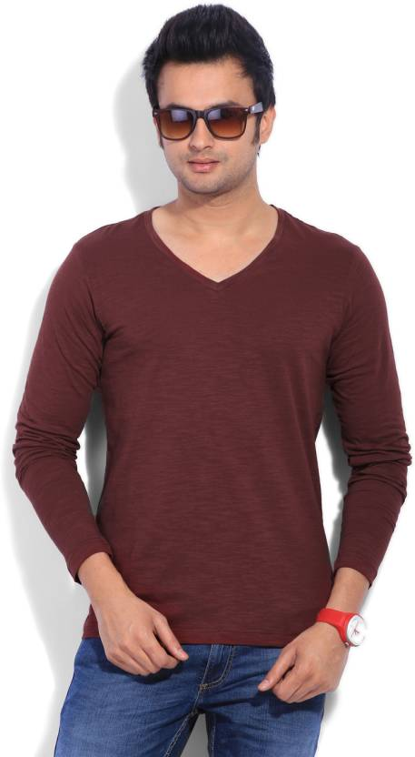 23f3966340cbdb Freecultr Solid Men s V-neck Maroon T-Shirt - Buy Deep Carmine Freecultr  Solid Men s V-neck Maroon T-Shirt Online at Best Prices in India